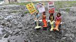 Aksi Duyung Cilik Tolak Buang Sampah di Sungai