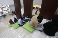Perpustakaan Nasional ini memiliki tinggi 126,63 meter dengan gedung layanan sebanyak 24 lantai.