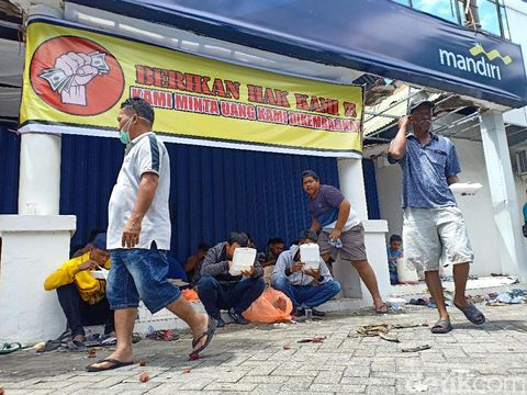 Rp 2 M 'Hilang', Nasabah Kerahkan Massa Segel Bank