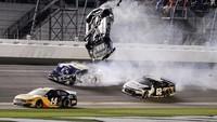 Momen Tabrakan Mengerikan di NASCAR Daytona
