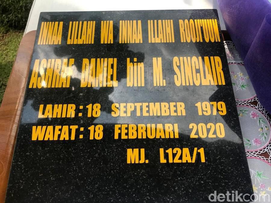 Pemakaman Ashraf Sinclair di San Diego Hills, Kerawang.