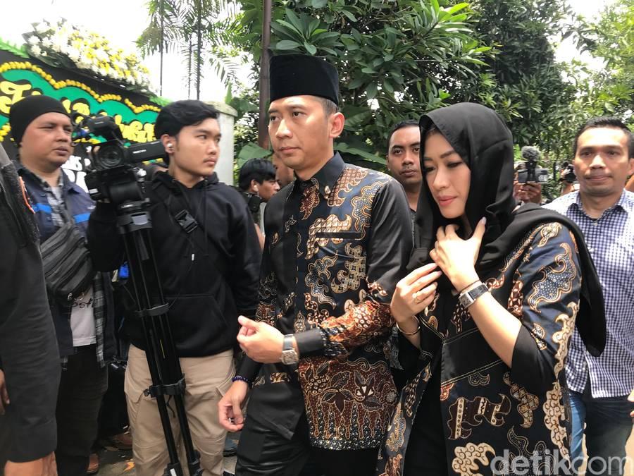 Ibas Yudhoyono melayat ke rumah duka Ashraf Sinclair (Hanif/detikcom)