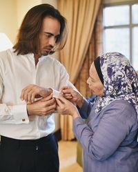 10 Kenangan Keakraban Ashraf Sinclair dan Ibunda yang Bikin Haru