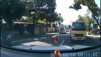 Sst! Pemobil Santuy di Klaten Sebut Truk yang Dihadangnya Berpelat Merah