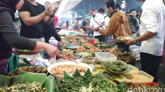 Makan Malam Hemat Di 5 Angkringan Enak Di Jakarta Ini