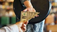 Kerja Selama 70 Jam, Bartender Ini Hanya Digaji Rp 100 Ribu