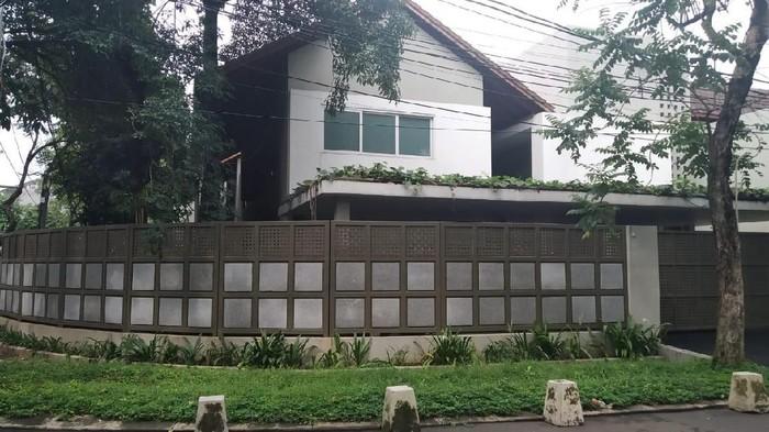 Rumah Sekretaris MA Nurhadi
