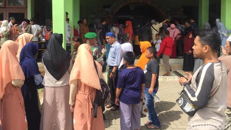 Warga Antusias Lihat Artefak Nabi Muhammad di Banten
