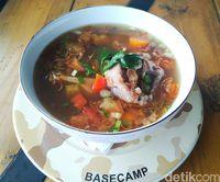Basecamp Resto : Makan Santai di Resto ala Militer Milik Dewi Persik