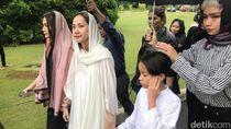 Senyum Getir Bunga Citra Lestari di Pemakaman Ashraf Sinclair