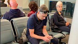 Ya Ampun! Traveler Ini Duduk Ngangkang Habiskan 3 Kursi di Bandara