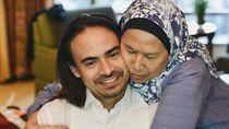 10 Momen Keakraban Ashraf Sinclair dan Ibunda yang Bikin Haru