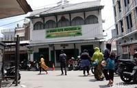 Toko herbal Babah Kuya terletak di kawasan Pasar Baru, tepatnya di Jalan Pasar Selatan No 33 Kota Bandung.