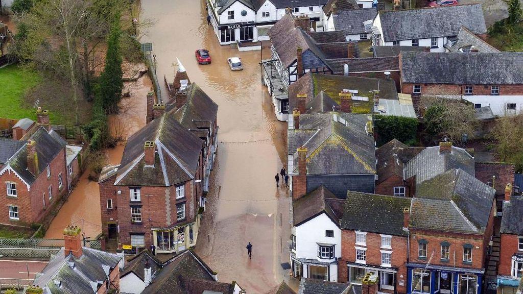 Banjir di Inggris Dilihat dari Atas