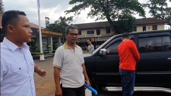 Polisi tangkap pria yang pukuli kucing hingga mati di Bekasi