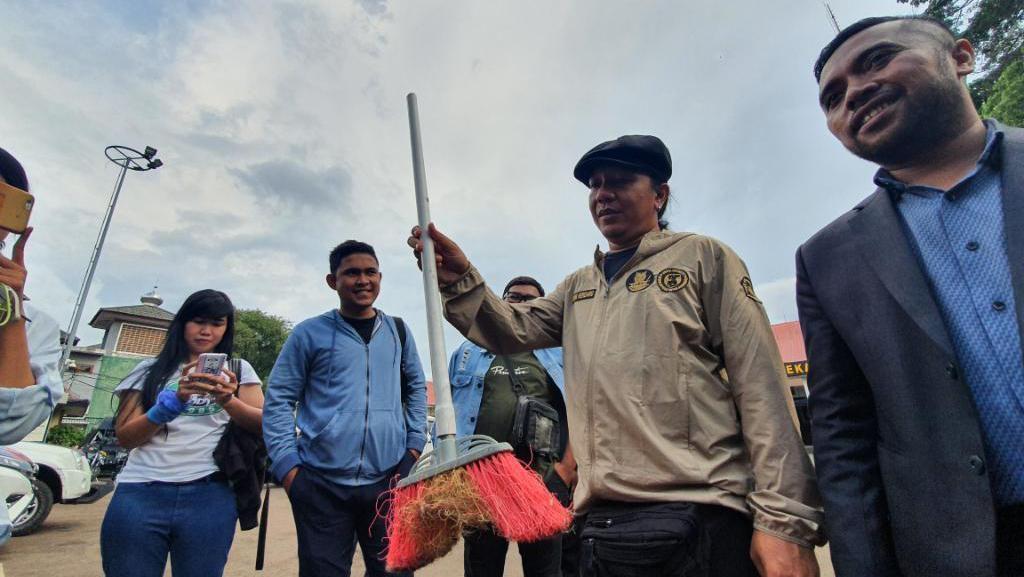 Bawa Sapu, Animal Defender Polisikan Pemukul Kucing Sampai Mati di Bekasi