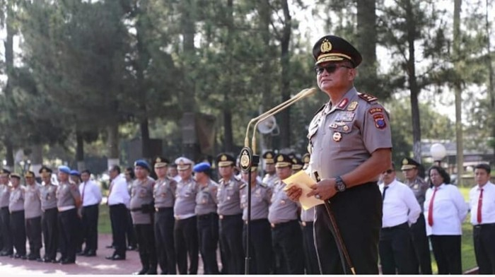 Kapolda Sumut Irjen Martuani Sormin memberi penghargaan kepada personel yang berperan mengungkap kasus yang jadi perhatian publik (dok. Istimewa)