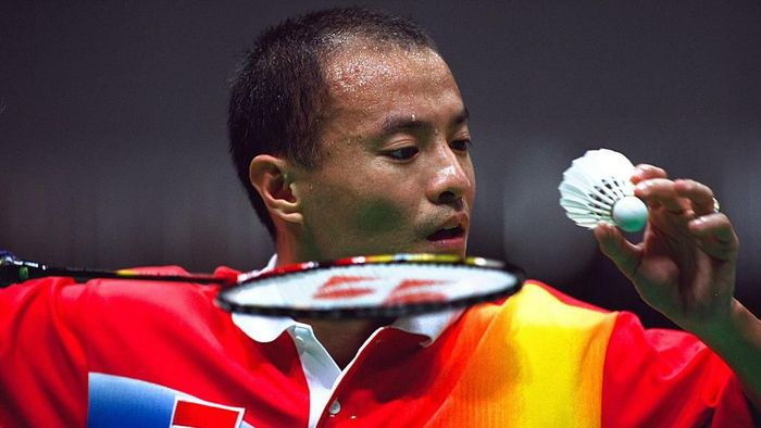 22 Sep 2000:  Hendrawan of Indonesia in the Mens Singles Badminton Semifinal at Pavilion 3 in the Olympic Park on Day Seven of the Sydney 2000 Olympic Games in Sydney, Australia.  Mandatory Credit: Michael Steele /Allsport