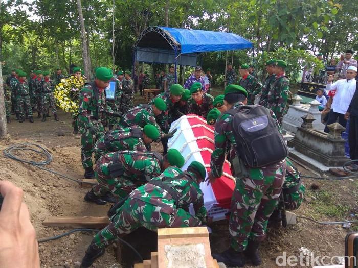 Kopda Anumerta Dwi Purnomo (30) merupakan salah satu kru helikopter MI-17 yang gugur di Oksibil, Papua. Jenazahnya dimakamkan di kampung halamannya di Magetan.