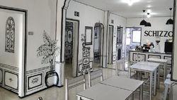 Kafe Unik dengan Interior Sketsa 2 Dimensi Ini Bagai Dunia Kartun