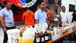 Polisi Gelar Barbuk Penggerebekan Pabrik Kosmetik Ilegal di Depok