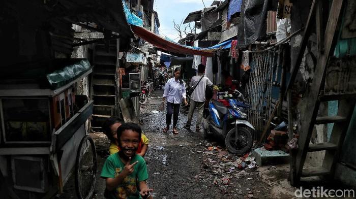 Kemiskinan masih jadi persoalan yang terus dicari solusinya di Jakarta. Ketidakpastian ekonomi global hingga korupsi turut berimbas pada kehidupan masyarakat.