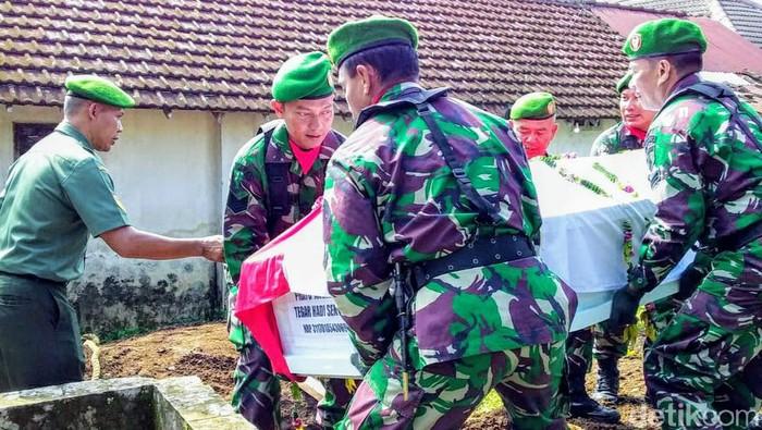 Jenazah Korban Heli MI 17 Papua Dimakamkan di Pemakaman Keluarga