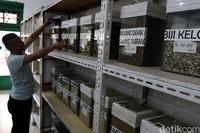 Saat ini toko herbal Babah Kuya sudah dipegang oleh generasi keempat.