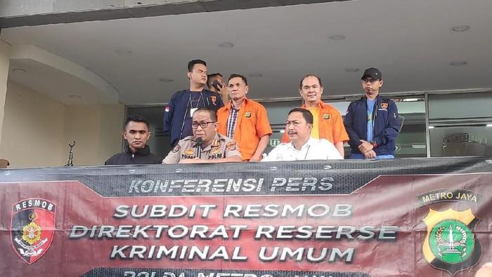 Polisi tangkap plaku pencemaran nama baik terhadap istri wali kota Manado, sekaligus resktor UNM