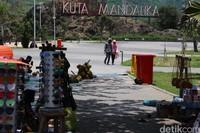 Sirkuit tersebut dibangun di area sekitar Pantai Kuta Mandalika. Penyelenggaraan MotoGP Indonesia 2021 di Sirkuit Mandalika ini pun disebut menjadi salah satu ajang yang paling dinanti. Hal itu tentunya membuat pemerintah Lombok Tengah optimis event tersebut dapat menjadi magnet bagi wisatawan asing dan meningkatkan nilai perekonomian warga di sekitarnya.