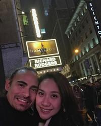 Sebagai sepasang seniman, Ashraf dan BCL juga pernah menikmati pertunjukan musikal Broadway bersama. Selamat jalan Ashraf Sinclair, karya-karyamu akan selalu kami kenang. (Foto: Instagram @ashrafsinclair)