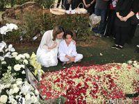 BCL dan Noah Sinclair di pemakaman Ashraf Sinclair