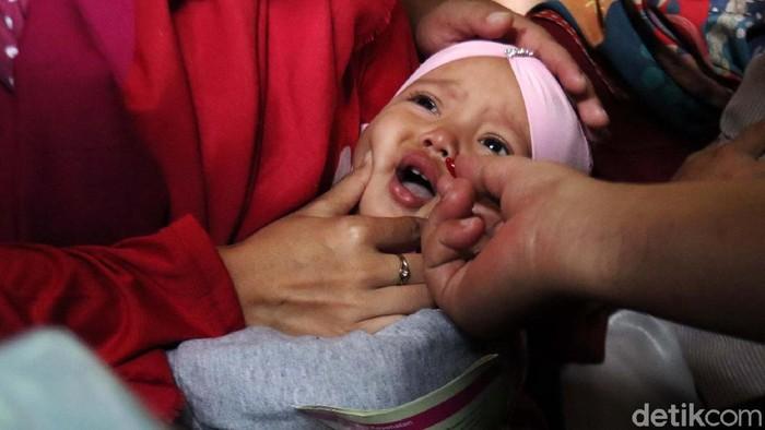 Pemkot Bandung melalui UPT Puskesmas se-Kota Bandung memberi vitamin A untuk balita dan anak. Langkah ini untuk mencegah stunting.
