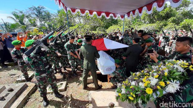 Jenazah Sertu (Anumerta) Dita Ilham Primojati, dimakamkan di Banyumas