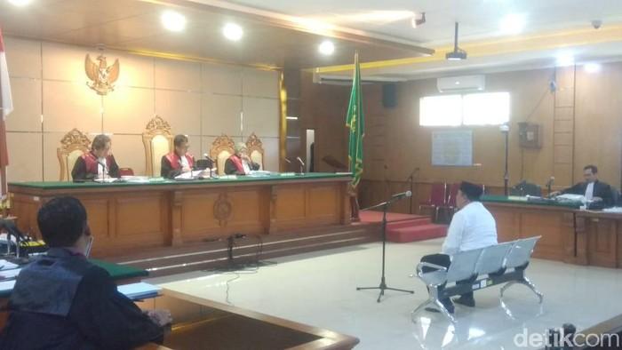 Penyuap Bupati Indramayu nonaktif dituntut 2,5 tahun bui