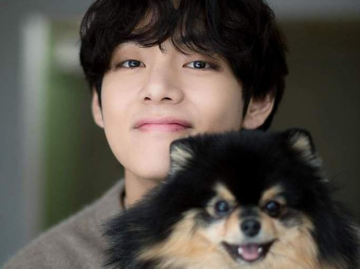 V BTS dengan anjing peliharaannya.