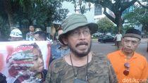 Massa Tolak Revitalisasi Monas-TIM Juga Demo Anies, Loncati Pagar Balkot
