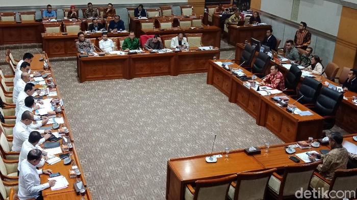Komisi III Rapat Bareng Bareskrim Bahas Kasus Korupsi Kondensat