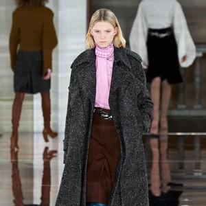 15 Koleksi Busana Terbaru Victoria Backham di London Fashion Week 2020