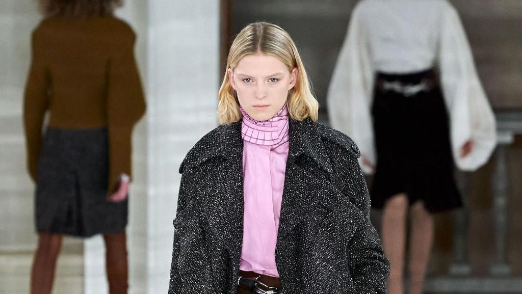 15 Koleksi Busana Terbaru Victoria Backham di London Fashion Week 2020