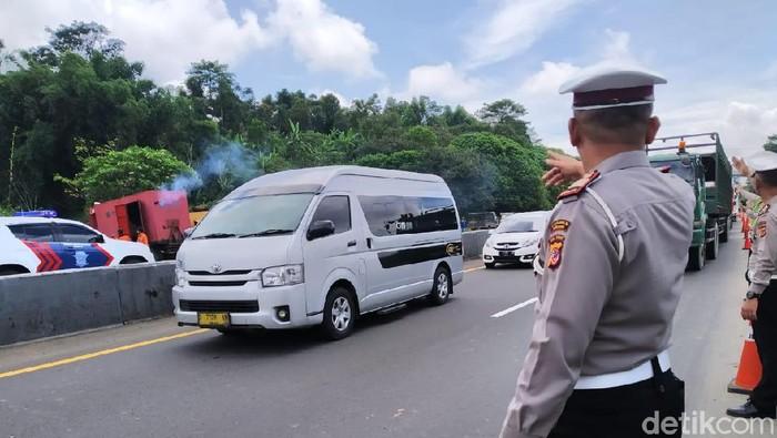 Polisi terapkan rekayasa arus Lalu lintas di Tol Cipularang