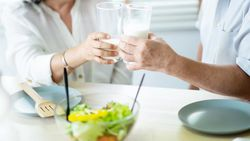 Cara agar Tetap Sehat dan Bugar di Usia 60-an