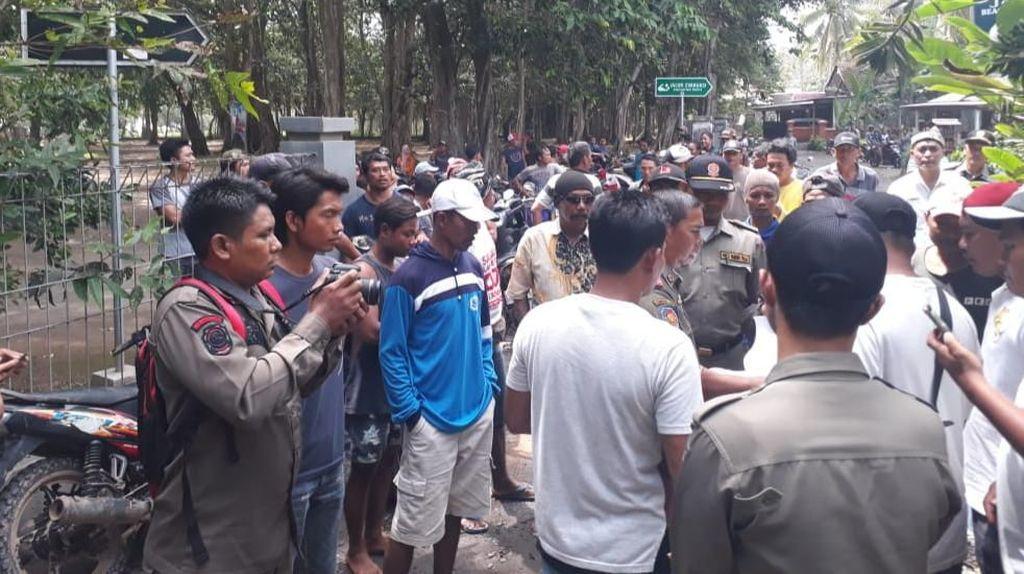 Razia Miras di Homestay Pulau Merah, Satpol PP Banyuwangi Diadang Massa