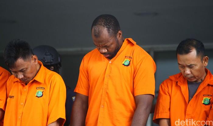 Polda Metro Jaya mengungkap 4 kasus penipuan, salah satunya melibatkan warga negara asing (WNA) asal Kamerun.
