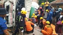 Video Truk Molen Melaju Tak Terkendali di Semarang, 1 Pemotor Tewas