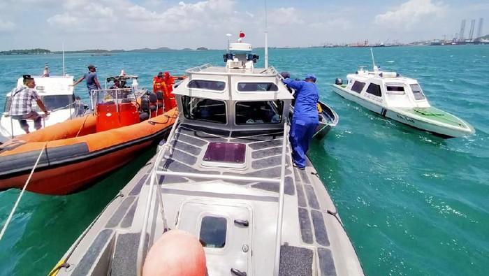Pencarian korban kapal tenggelam di Kepulauan Riau. (Agus Siswanto Siagian/detikcom)
