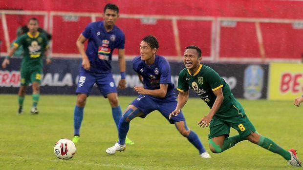 Persebaya mengalahkan Arema FC di semifinal Piala Gubernur Jatim 2020.