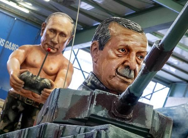 Selain Trump, pemimpin dunia yang juga akan diarak dalam parade karnaval Jerman itu adalah patung raksasa Presiden Rusia Vladimir Putin dan Presiden Turki Recep Tayyip Erdogan. AP Photo/Martin Meissner.