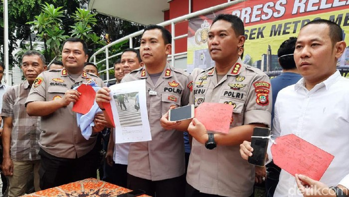 Kapolres Metro Jakarta Pusat, Kombes Heru Novianto rilis kasus rekayasa perkelahian. (Foto: Matius Alfons/detikcom)