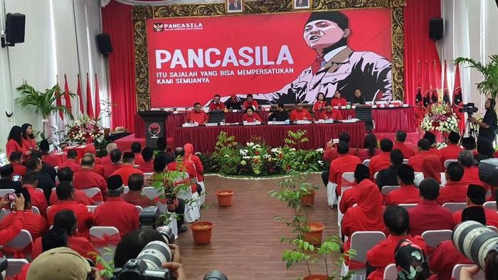 PDIP umumkan calon kepala daerah di Pilkada 2020. (Foto: Isal Mawardi/detikcom)